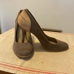 Kenneth Cole Reaction taupe suede Pumps Shoes 10